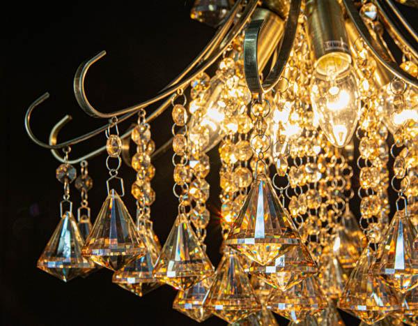 Kryształki w lampie glamour