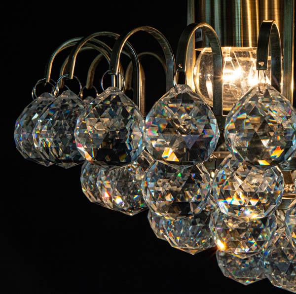 Refleksy świetlne na kryształkach