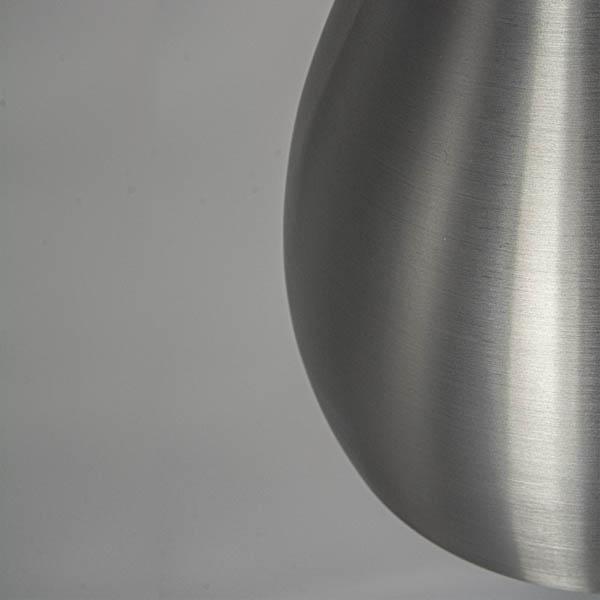 Zbliżenie klosza z fakturą srebrnego metalu