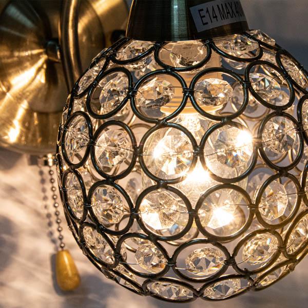 Podświetlony klosz lampy w stylu glamour
