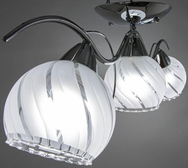 Podświetlony klosz lampy w stylu prowansalskim