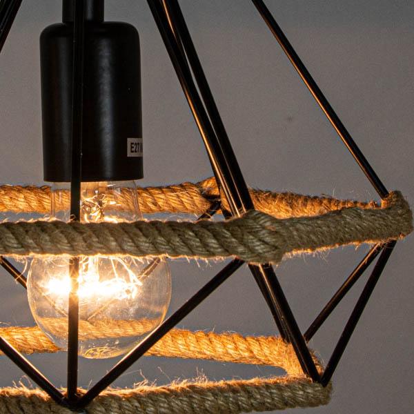 rozświetlona lampa w stylu industrial