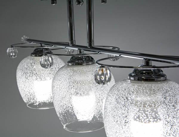 Ujęcie pokazujące detale klasycznej lampy sufitowej